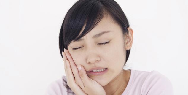 歯周病は歯の土台となる骨が溶ける病気です