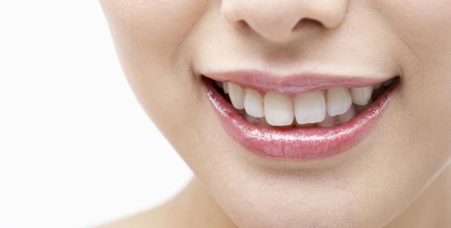 キレイな歯は笑顔と自身につながります